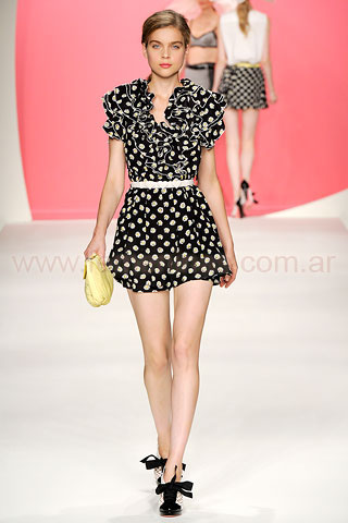Desfile Moschino Cheap & Chic Milan 2010 2011